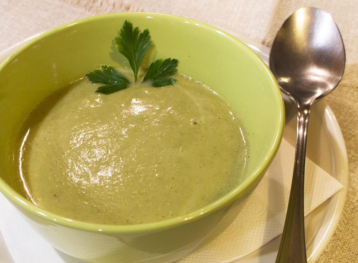 Brokkoli Suppe mit Kokosmilch