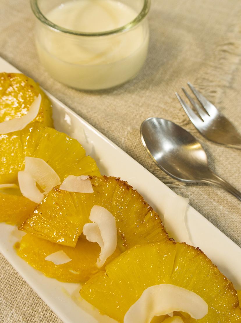 gebratene Ananas mit Joghurt-Ingwer-Dip