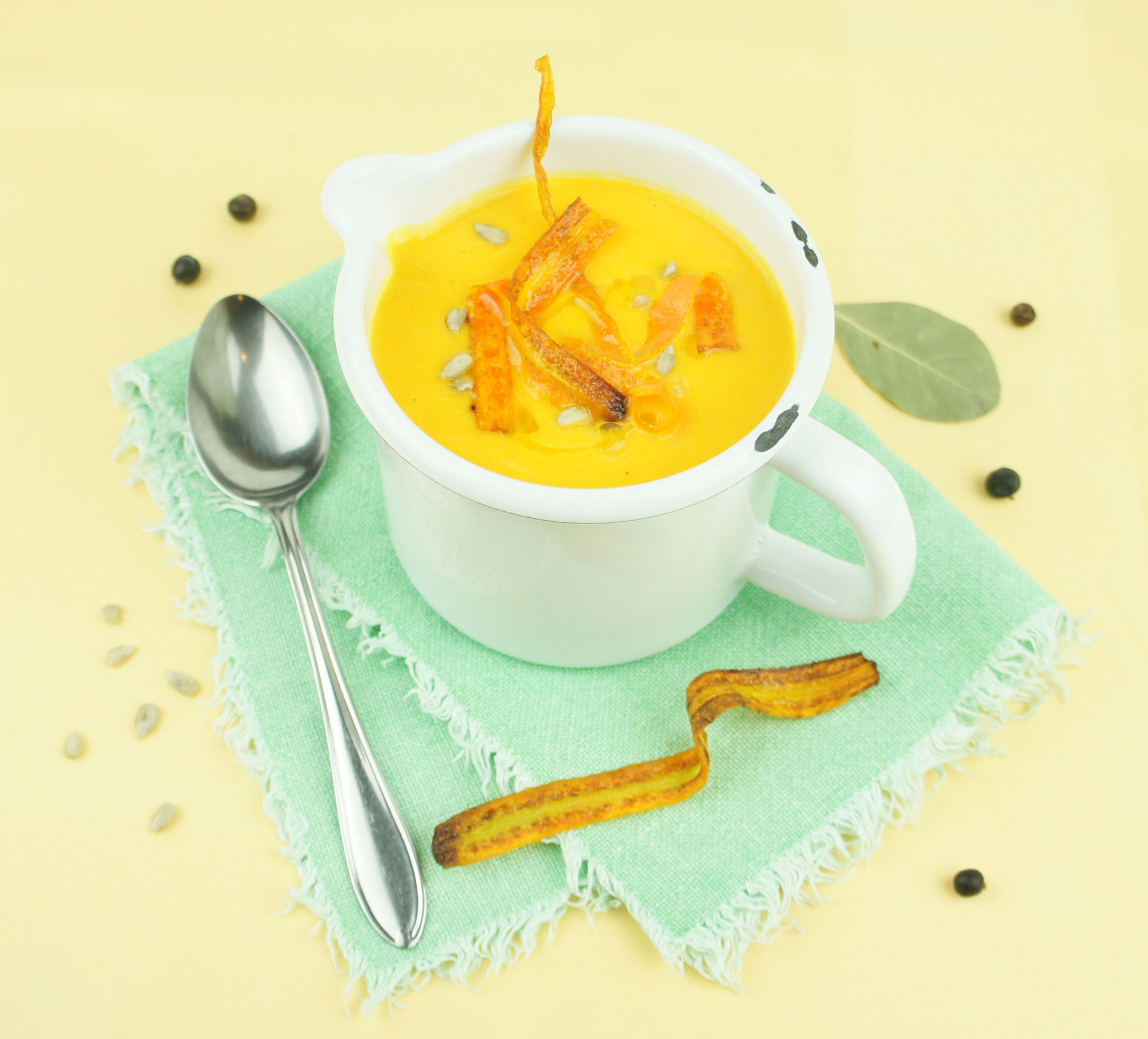 Karotten-Ingwer Suppe mit Karottenchips