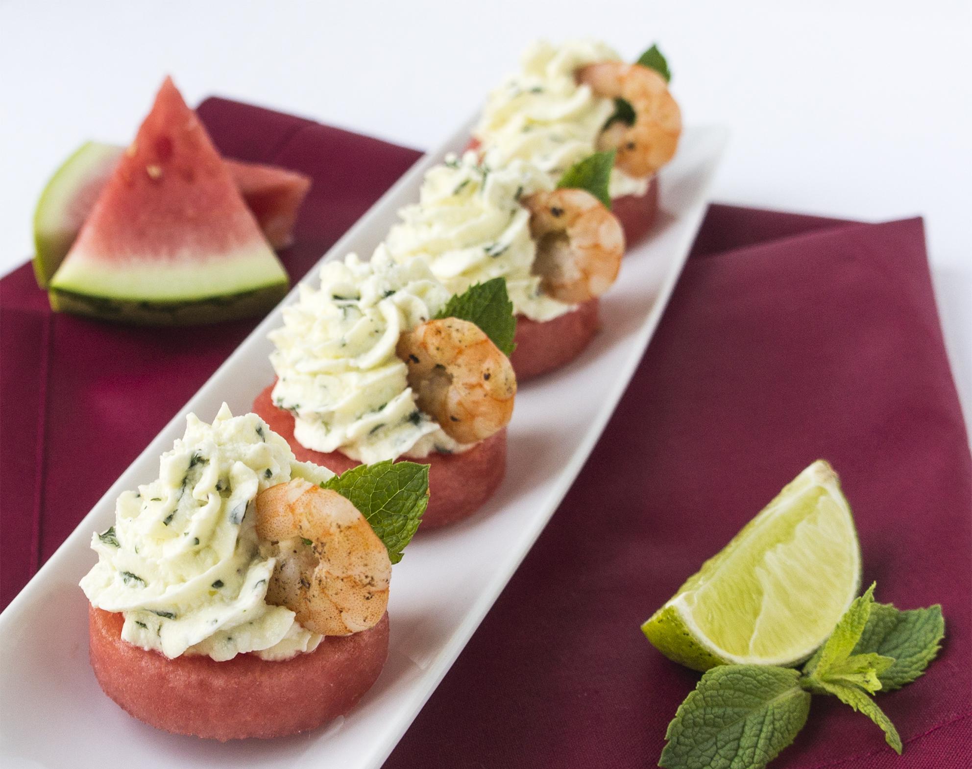 Melonentaler mit Minze-Feta-Creme und Limetten-Shrimps