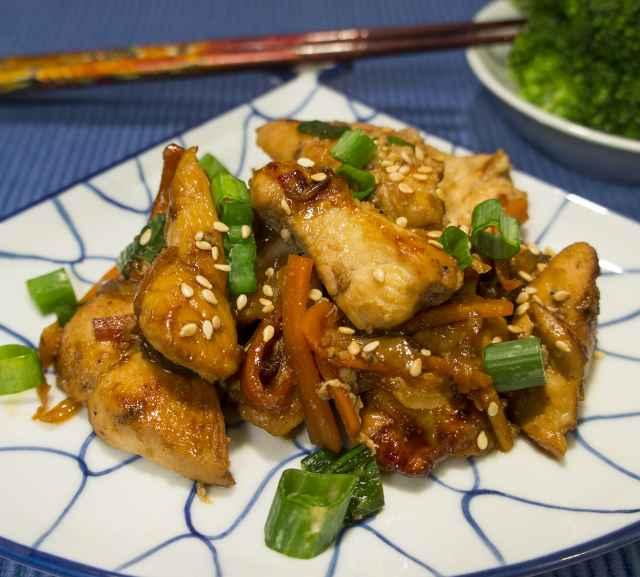 Chicken Bulgogi mit Gemüse und Sesam