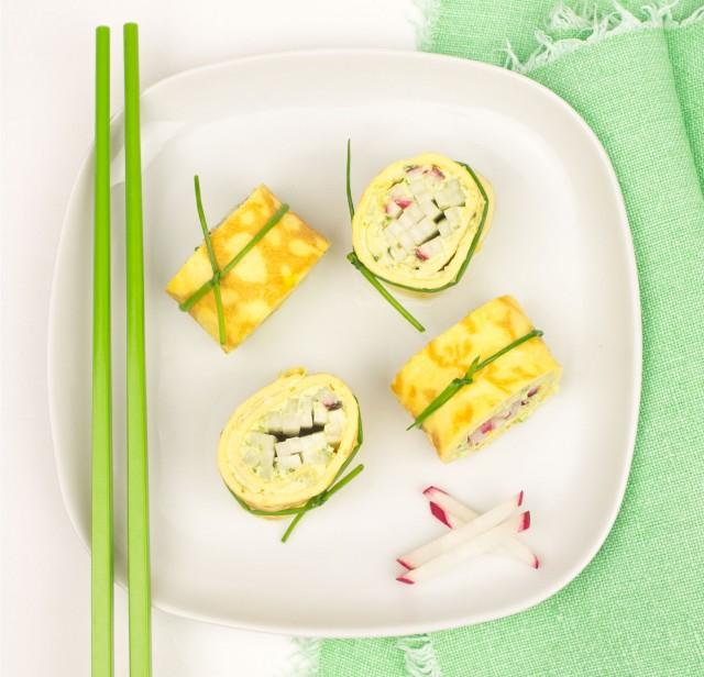 Ei-Bärlauch-Maki gefüllt mit Radieschen