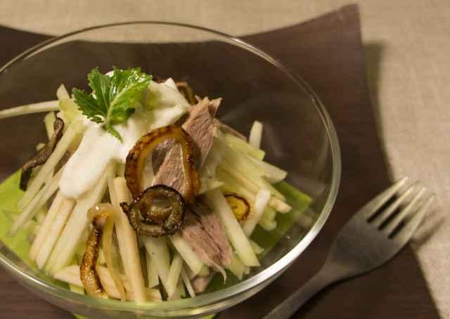 Kohlrabi-Apfel Salat mit Rindfleisch