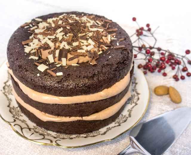 Mandel-Schoko-Torte mit Schokolade-Rum-Schlagobers