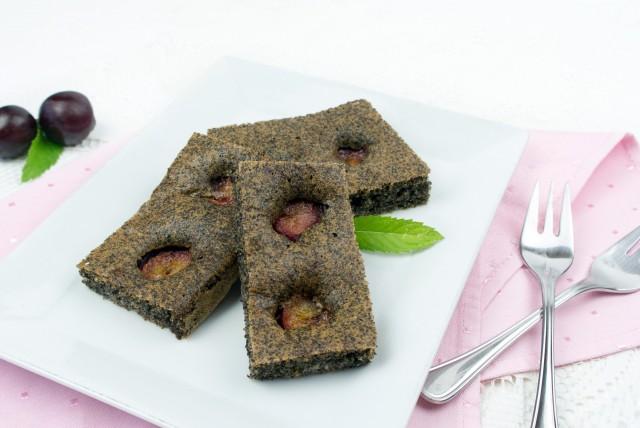 Mohnkuchen mit beschwipsten Zwetschken