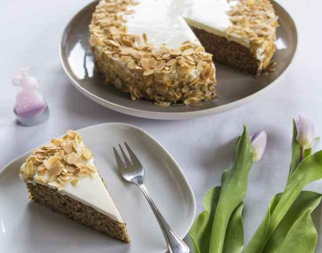 Nuss-Karotten-Torte mit Joghurt-Topfen-Toping