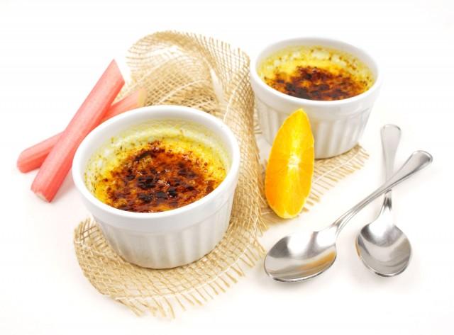 Orangen Crème brûlée mit Rhabarber