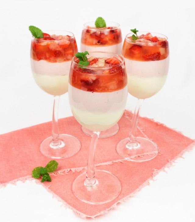 Rhabarber-Erdbeer Kompott mit Mascarpone-Topfen Creme