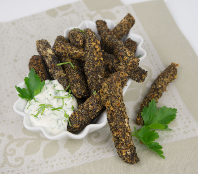 frittierte Sellerie-Sticks mit Walnuss-Mohn Panier