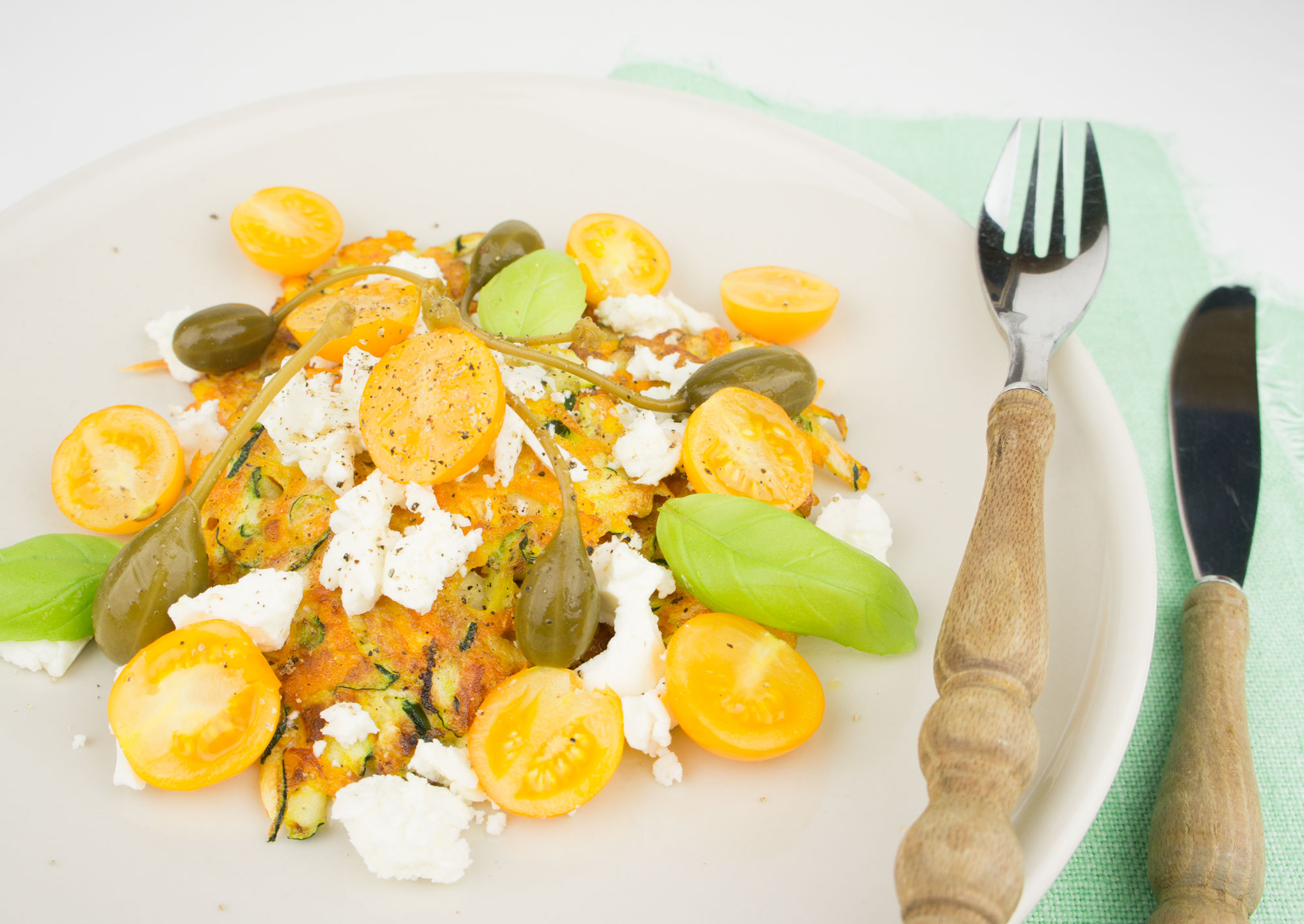 Zucchini-Karotten-Puffer mit Feta